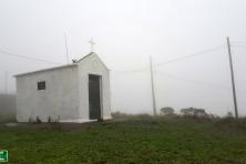 Capela no alto do morro do Chapéu