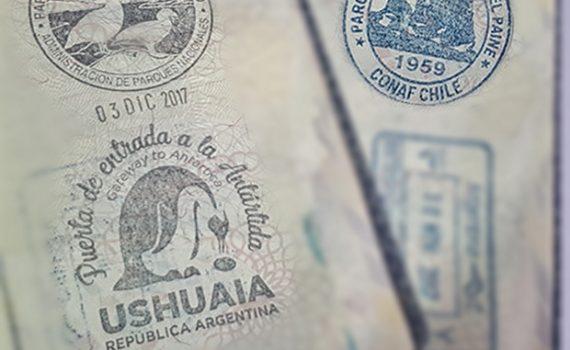 Colecionando carimbos não oficiais no passaporte Viaje de Carro